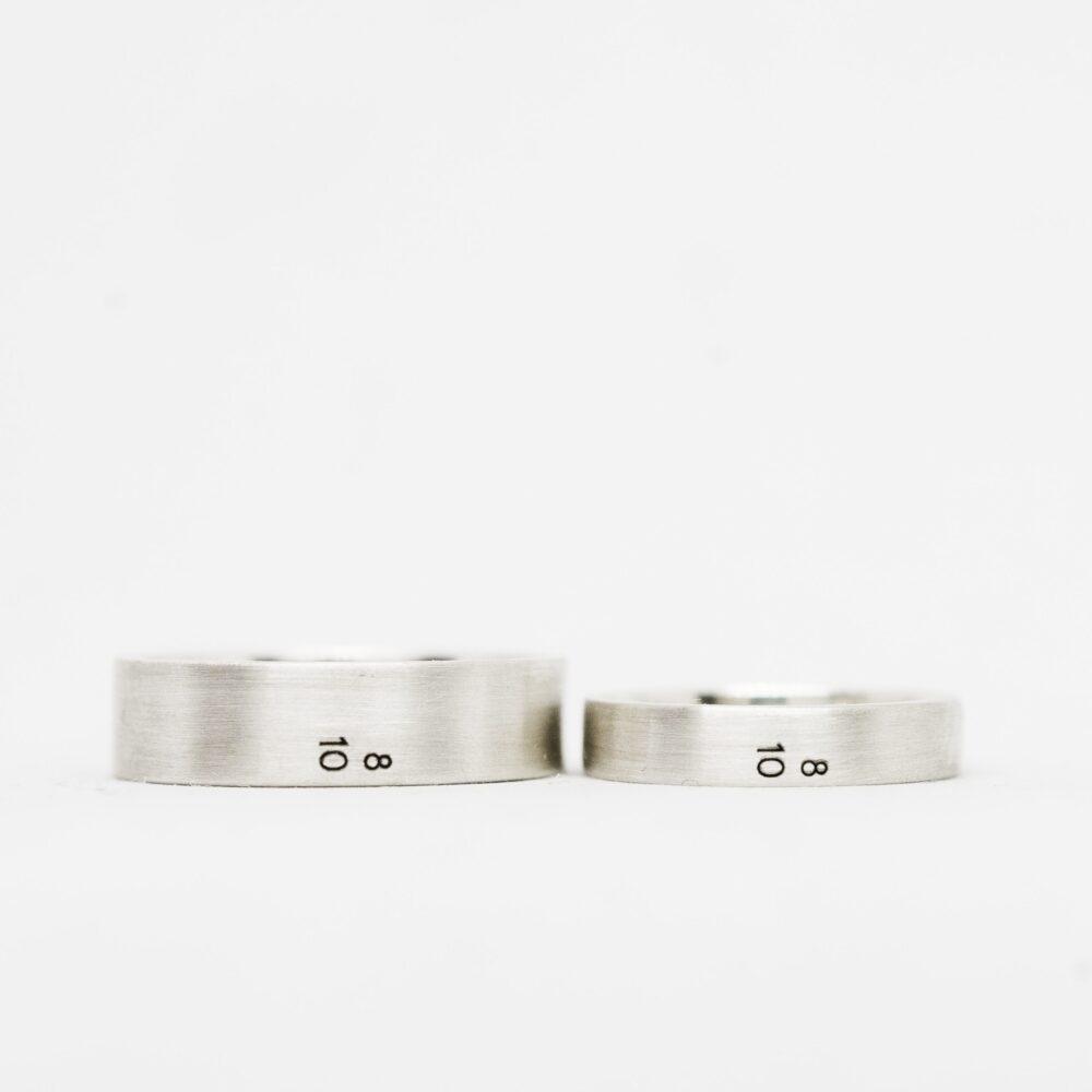 Серебряные кольца с кастомной гравировкой